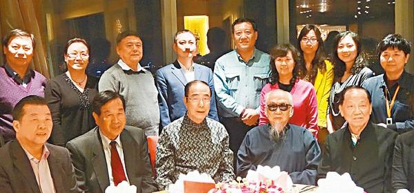 文懷沙老先生與楊孫西(前左三)、李蒙(前左二)、張國良(前左一)在中茶協活動上留影