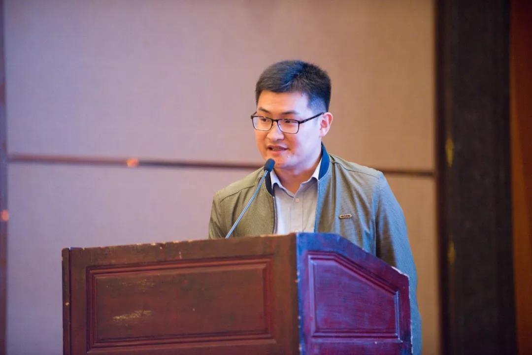 ▲梧州市茶產業發展服務中心主任馬士成作六堡茶產業報告